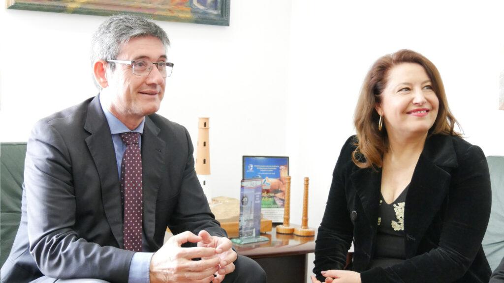 Adra | El alcalde de Adra, Manuel Cortés junto a Carmen Cresp
