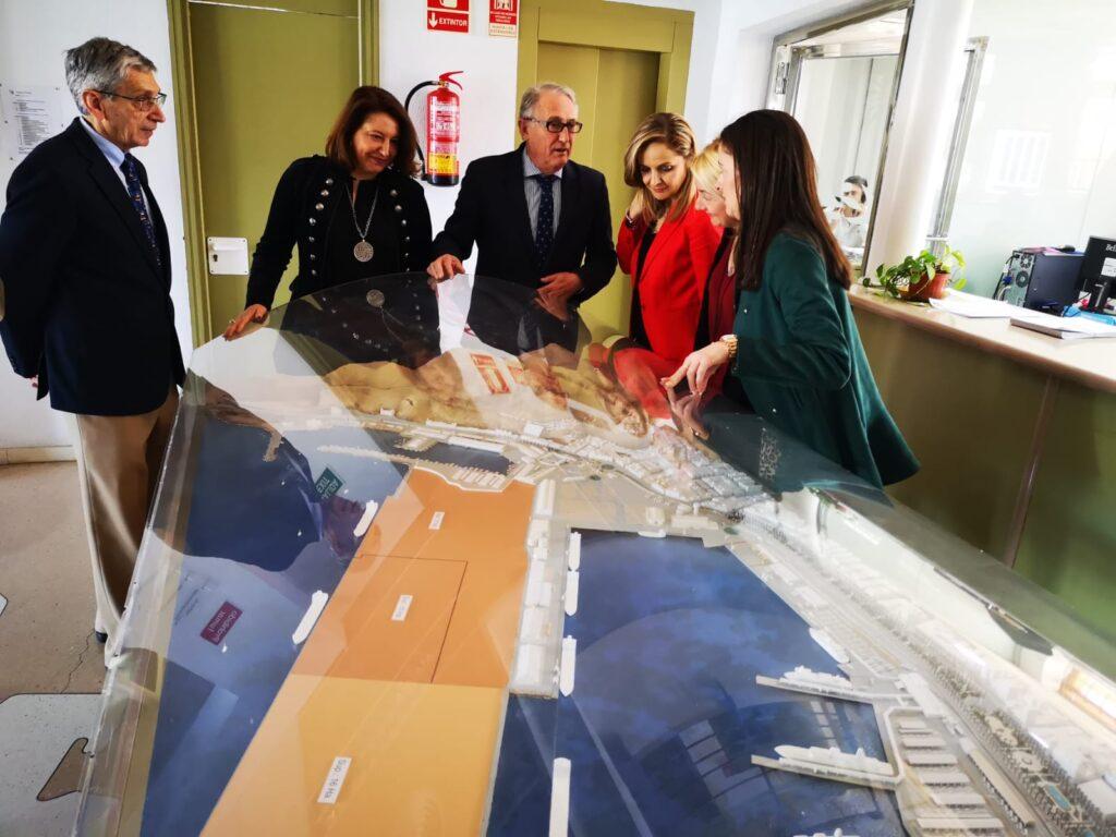 Almería | Carmen Crespo durante su visita al Puerto de Almería