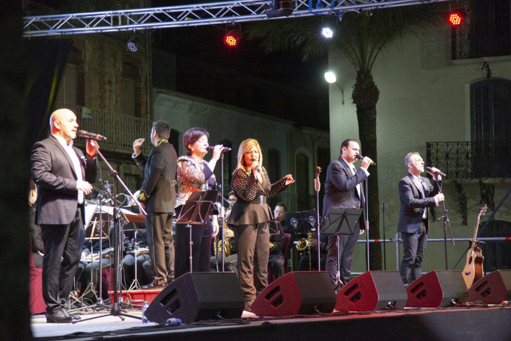 Albox | Concierto del grupo 'Mocedades' acompañados por la Banda Municipal de Albox en el acto de inauguración del nuevo Ayuntamiento
