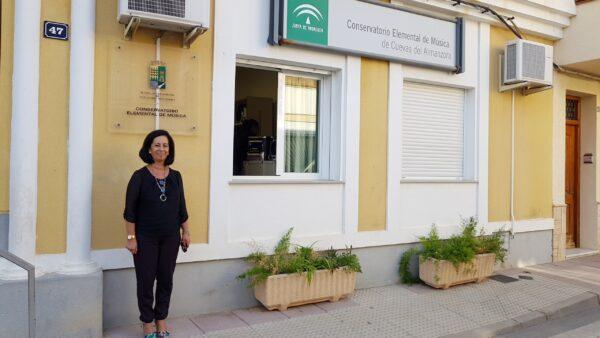 Cuevas | La concejal Ana María Castro en la puerta del nuevo conservatorio