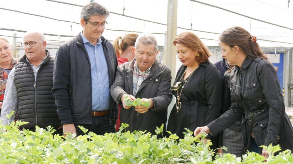 Adra   Carmen Crespo, durante su visita a Adra