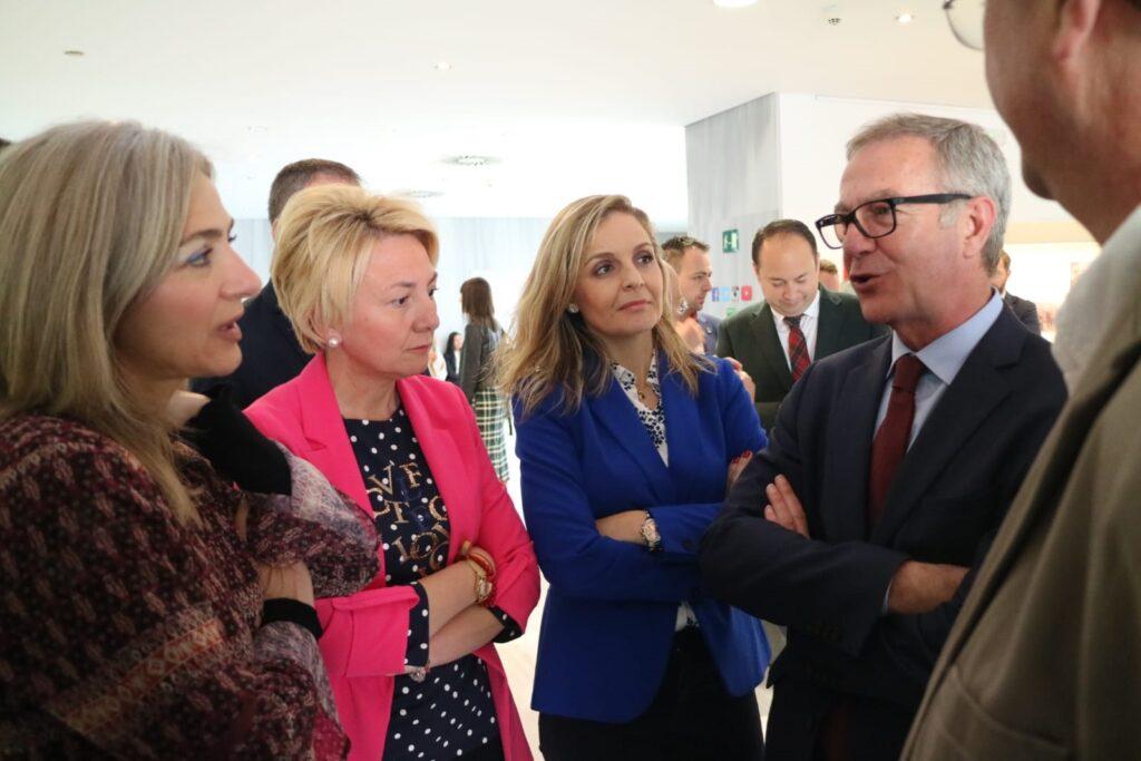 La delegada de Cultura, delegada del Gobierno y el ministro de Cultura, José Guirao