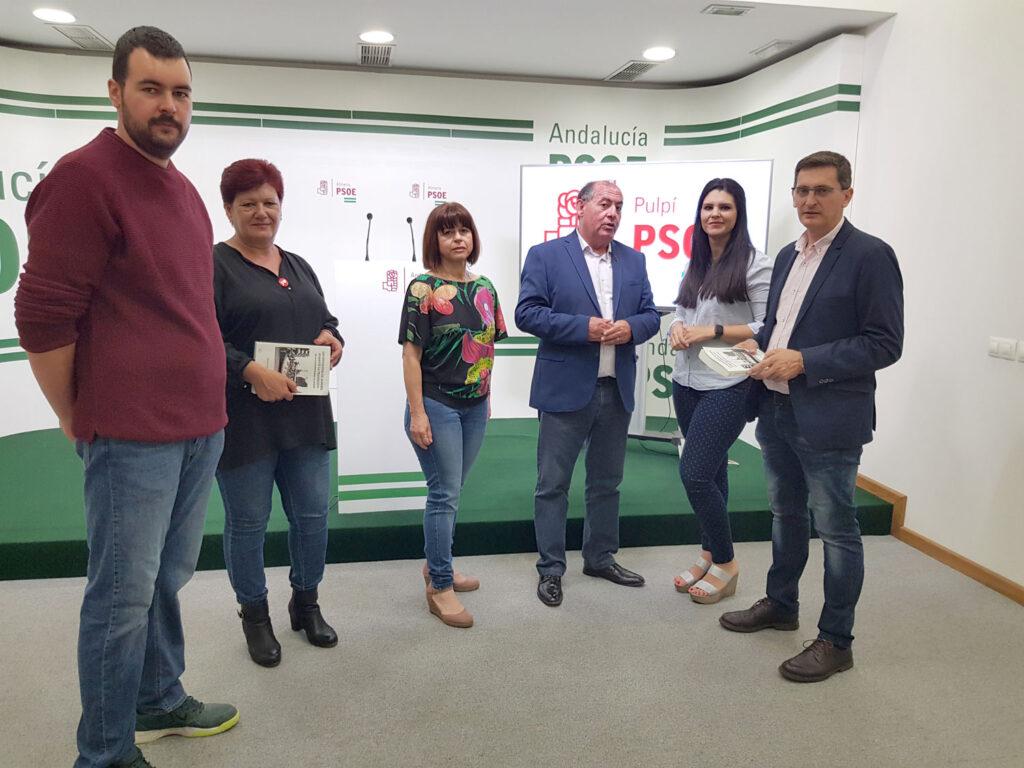 PSOE Pulpí | El candidato a la Alcaldía, Luis Cáceres (centro), junto al secretario general provincial, José Luis Sánche Teruel (derecha), y otros miembros de la candidatura