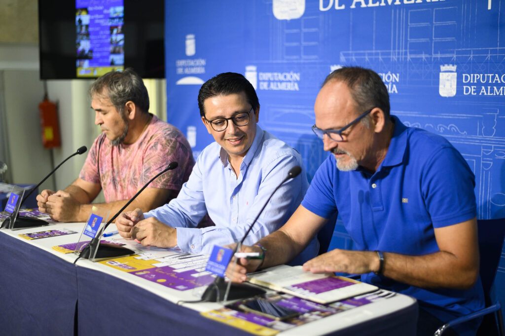 Diputación   El alcalde de Almócita Francisco García junto con el diputado de Cultura, Manuel Guzmán