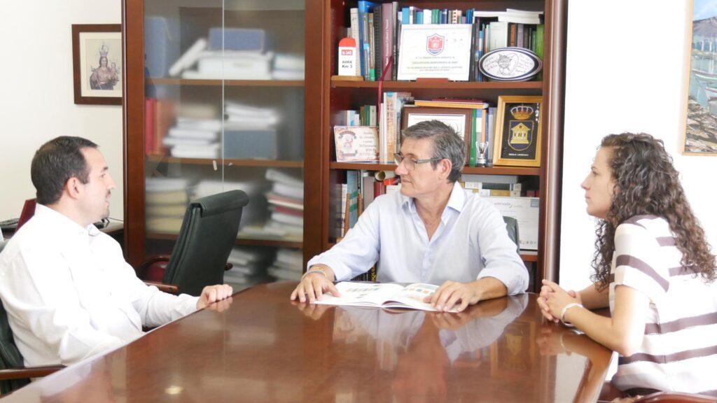 Reunión entre ONCE y Ayuntamiento de Adra