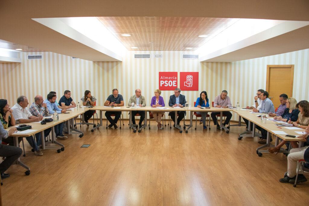 Reunión sobre despoblación en el PSOE de Almería con presencia de Isaura Leal Fernández.