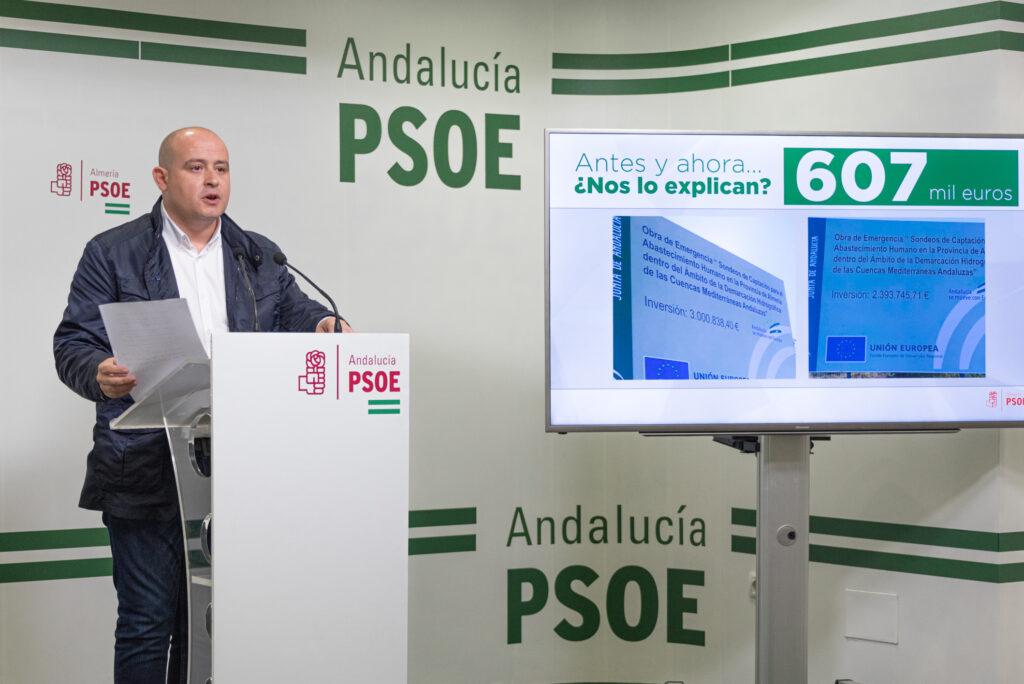 El secretario de Organización del PSOE de Almería, Antonio Martínez, en rueda de prensa.