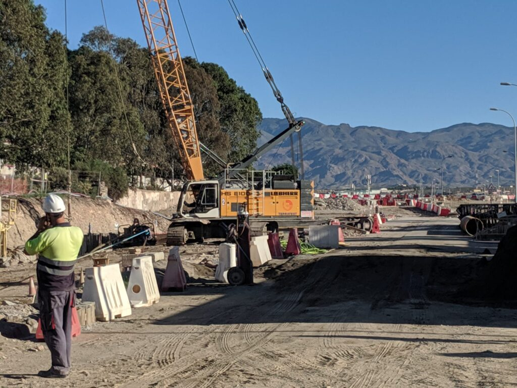 Obras para el soterramiento en El Puche.