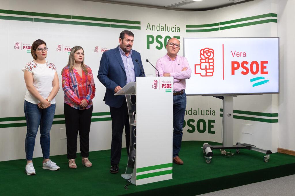 Martín Gerez, portavoz del PSOE en Vera, en rueda de prensa.