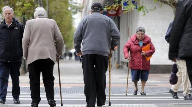 Imagen de archivo de personas mayores