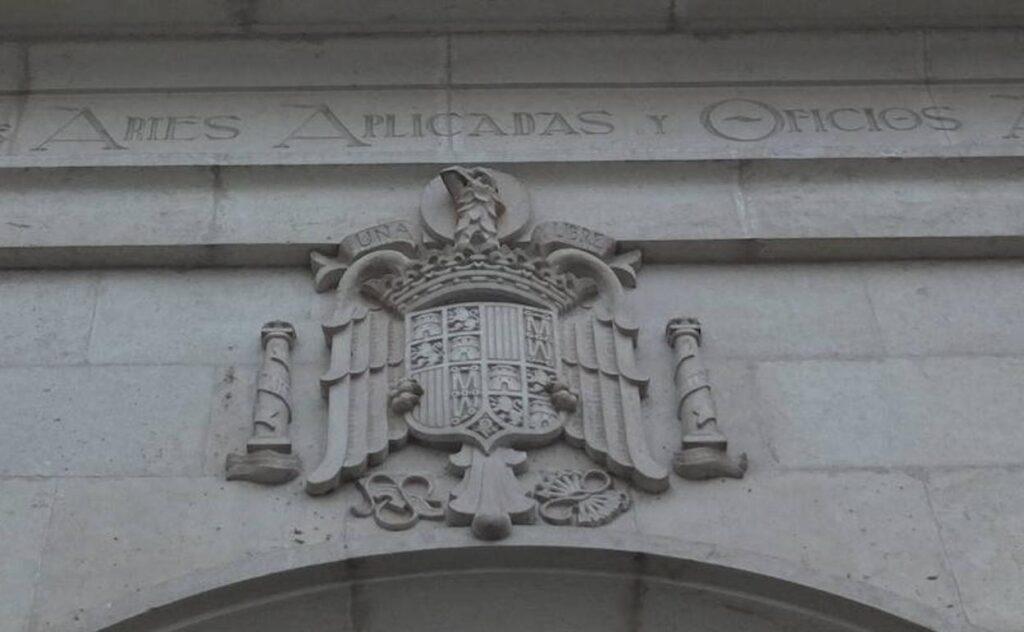 Escudo franquista en la Escuela de Arte de Almería