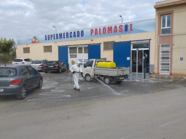 Operarios desinfectan calles en Cuevas del Almanzora.