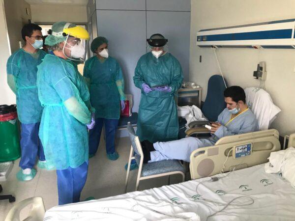 Visita a enfermos por coronavirus y entrega de tablet de El Corte Inglés.