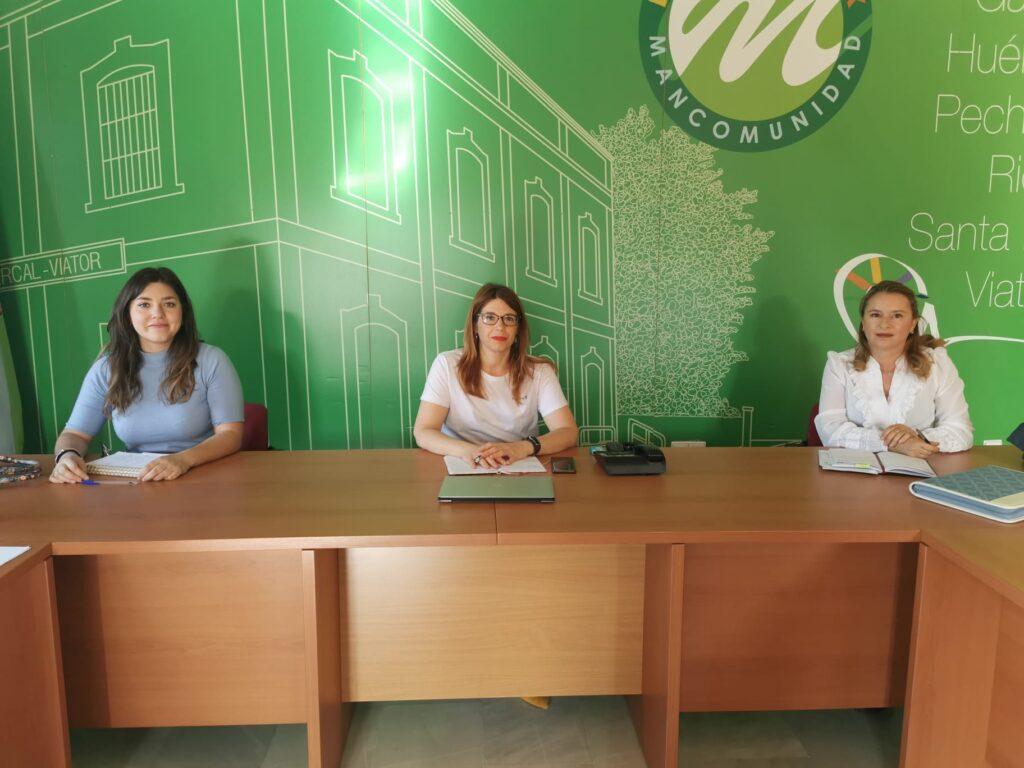 La presidenta de la Mancomunidad junto a las profesionales que valorarán al personal del futuro CIM del Bajo Andarax.