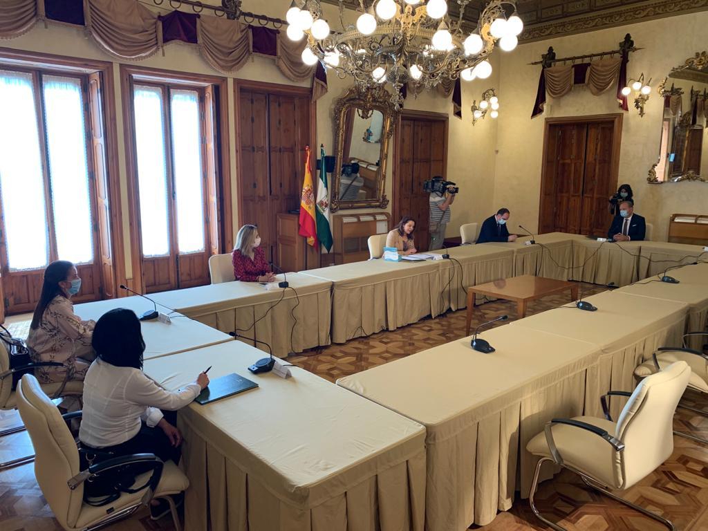 Firma de convenio para la construcción de estaciones depuradoras en Cuevas y en Tahal.