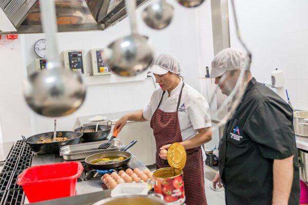 Cocina de El Saliente, donde se preparaban menús para centros de mayores, escuelas infantiles y personas necesitadas