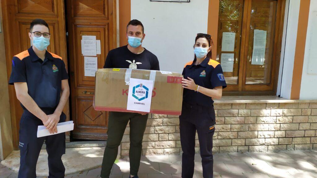 El alcalde de Chirivel, José Torregrosa, recibe las mascarillas