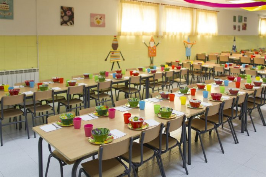 Comedor preparado para la llegada de los escolares