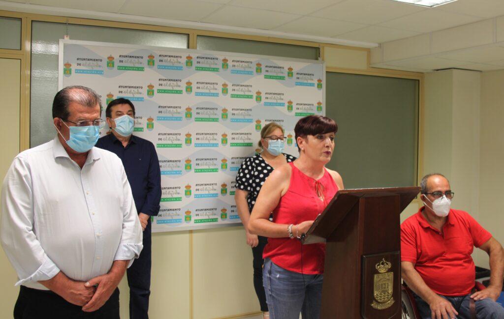 Los concejales del Grupo Municipal Socialista con su portavoz a la cabeza, Maribel Carrión, durante su comparecencia