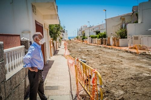 Visita del alcalde de Roquetas a las obras de Puertosol