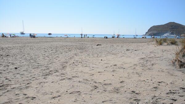 Playa de Los Genoveses, en el corazón del parque natural de Cabo de Gata-Níjar
