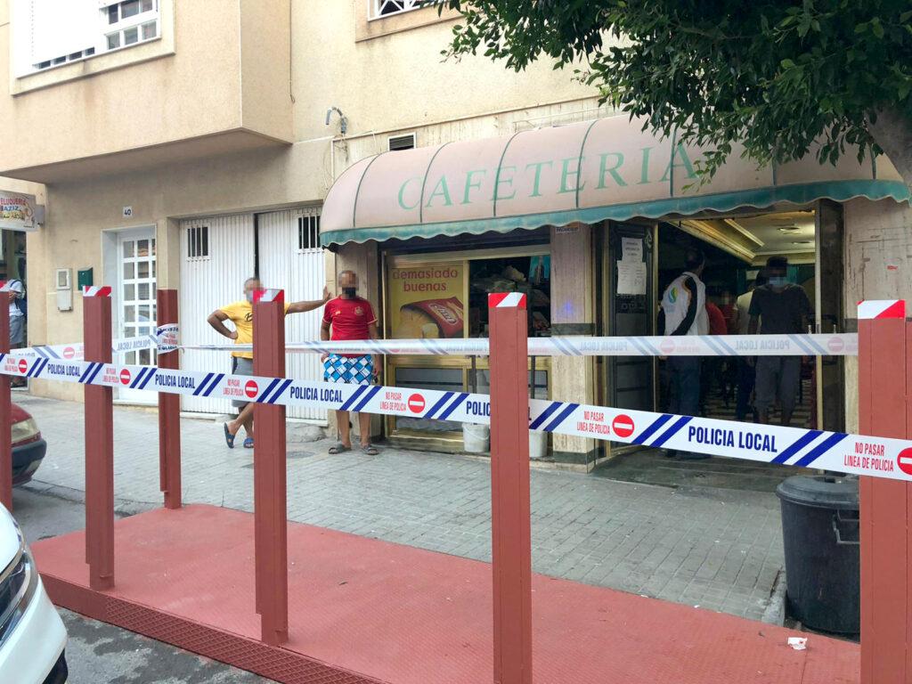 Establecimiento precintado por la Policía Local de El Ejido.