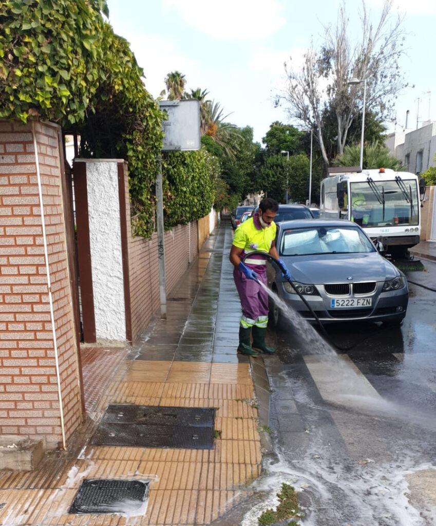 Limpieza de la calle Jaén.