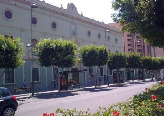 Fachada del colegio La Salle, de Almería.