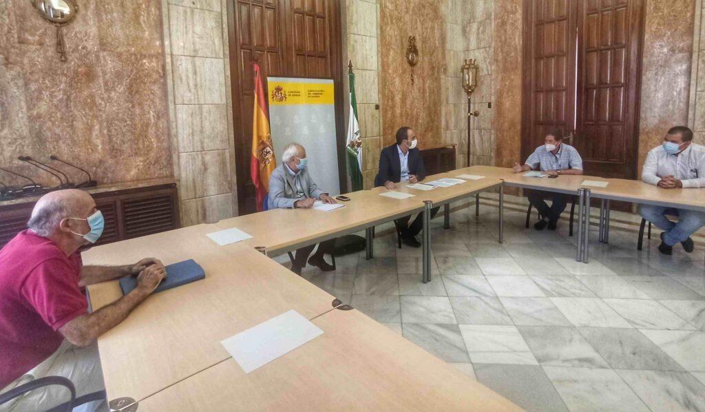 Reunión con el alcalde de Carboneras en la Subdelegación del Gobierno