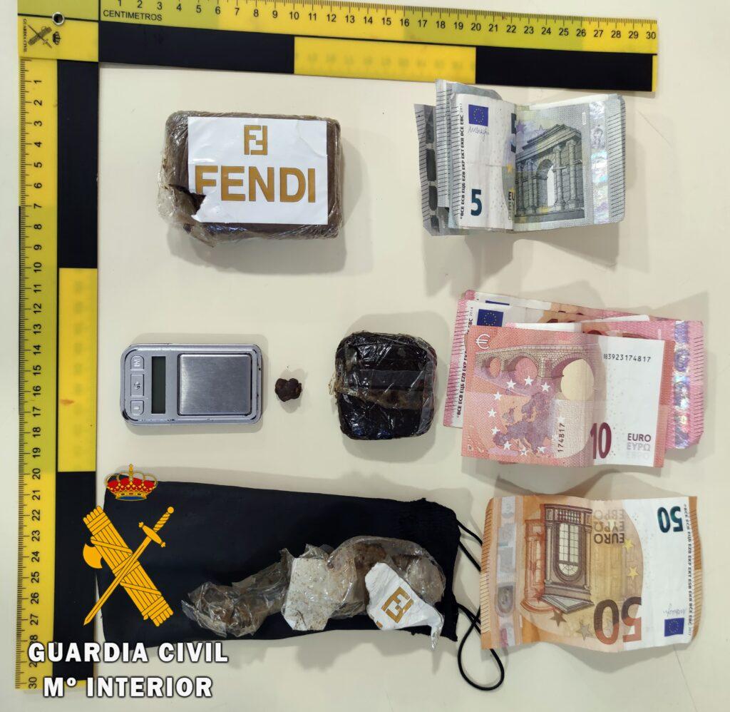 Material intervenido por la Guardia Civil en La Mojonera.
