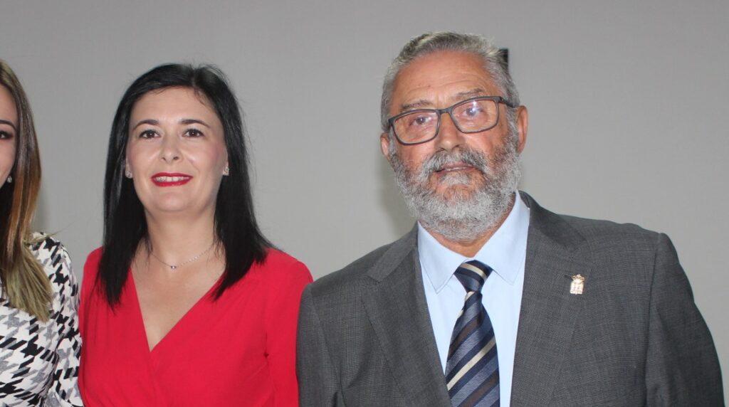 Maria Dolores Fiñana junto al alcalde Francisco Torrecillas