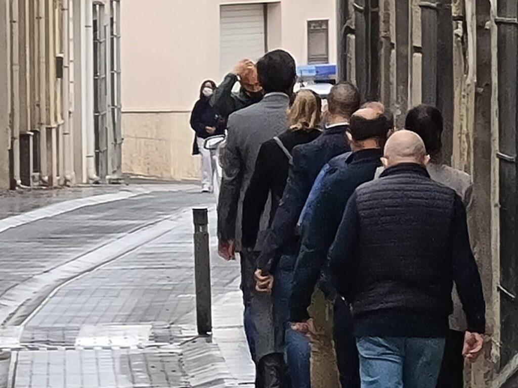 El alcalde de Adra, Manuel Cortés, de camino a los juzgados de Berja