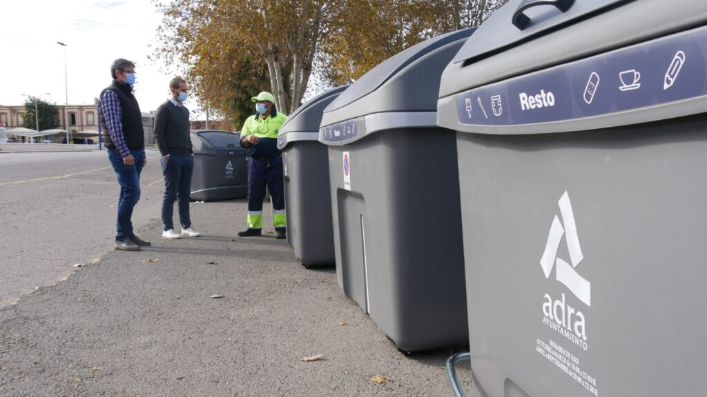 Contenedores de residuos de Adra.