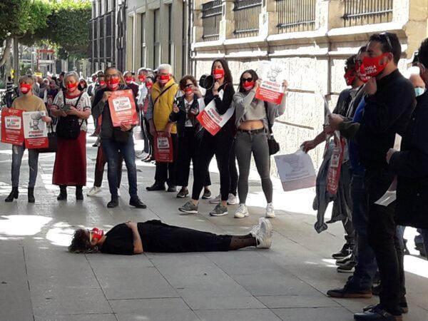 Protesta de los hosteleros almerienses ante la Delegación del Gobierno de la Junta