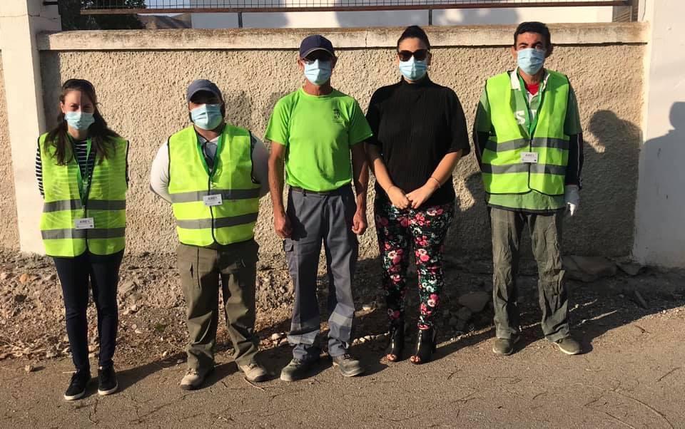 La concejala Noelia García con los vecinos que comenzarán a trabajar en Zurgena.