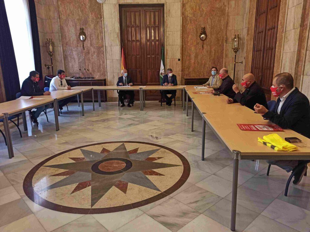 El subdelegado del Gobierno de España junto a miembros de Ashal.