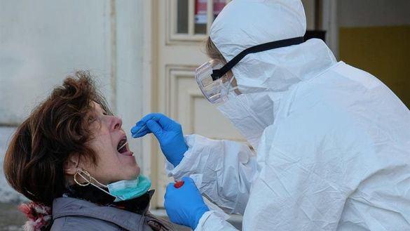 Una paciente se somete a una prueba PCR.