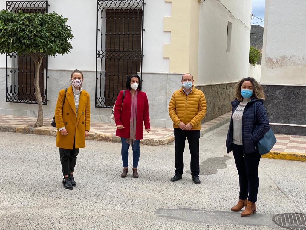 El senador socialista Antonio Martínez, en su visita a Cantoria