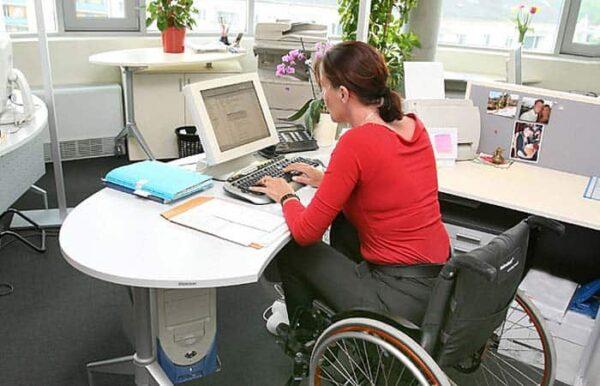 Trabajadora con discapacidad física.