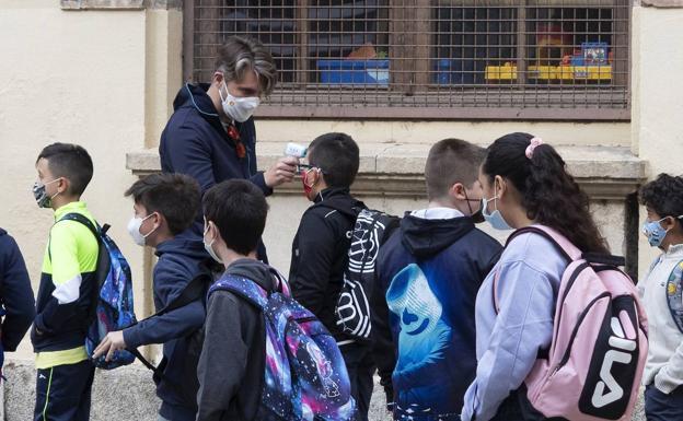 Control de temperatura a la entrada de un colegio