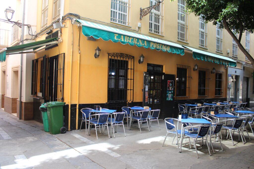 Terraza del bar El Postigo, en Almería