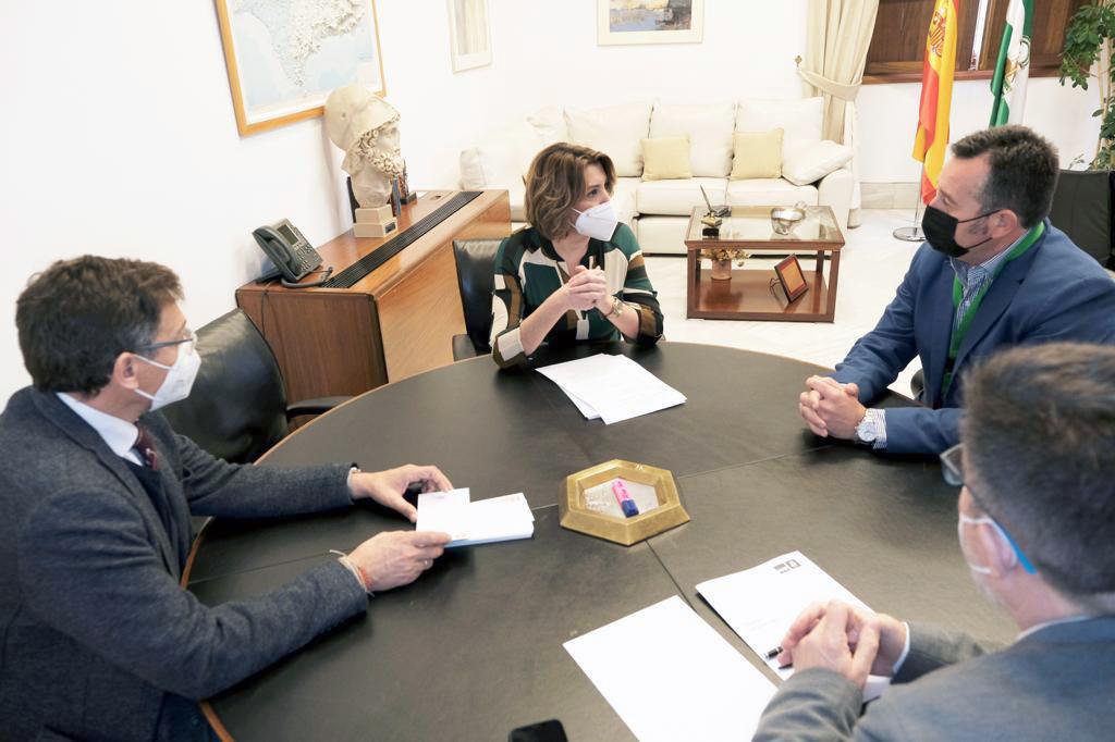 Sánchez Teruel Susana Díaz Diego Castaño y Sánchez Haro reunidos en el Parlamento