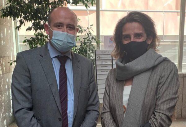 El senador socialista Antonio Martínez y la ministra de Transición Ecológica, Teresa Ribera