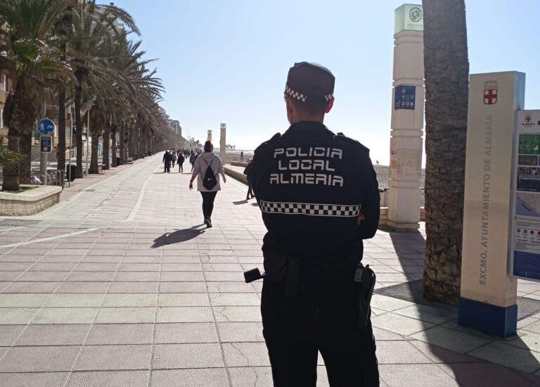 Vigilancia policial en Almería.