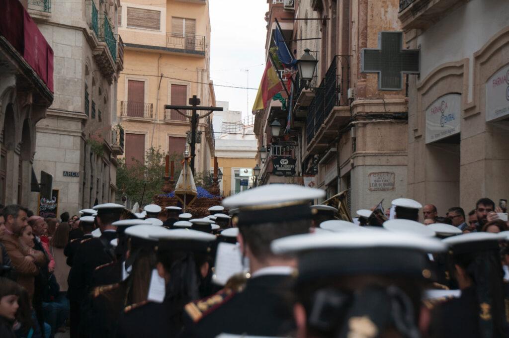 Procesión de la Hermandad de las Angutias por el centro de Almería