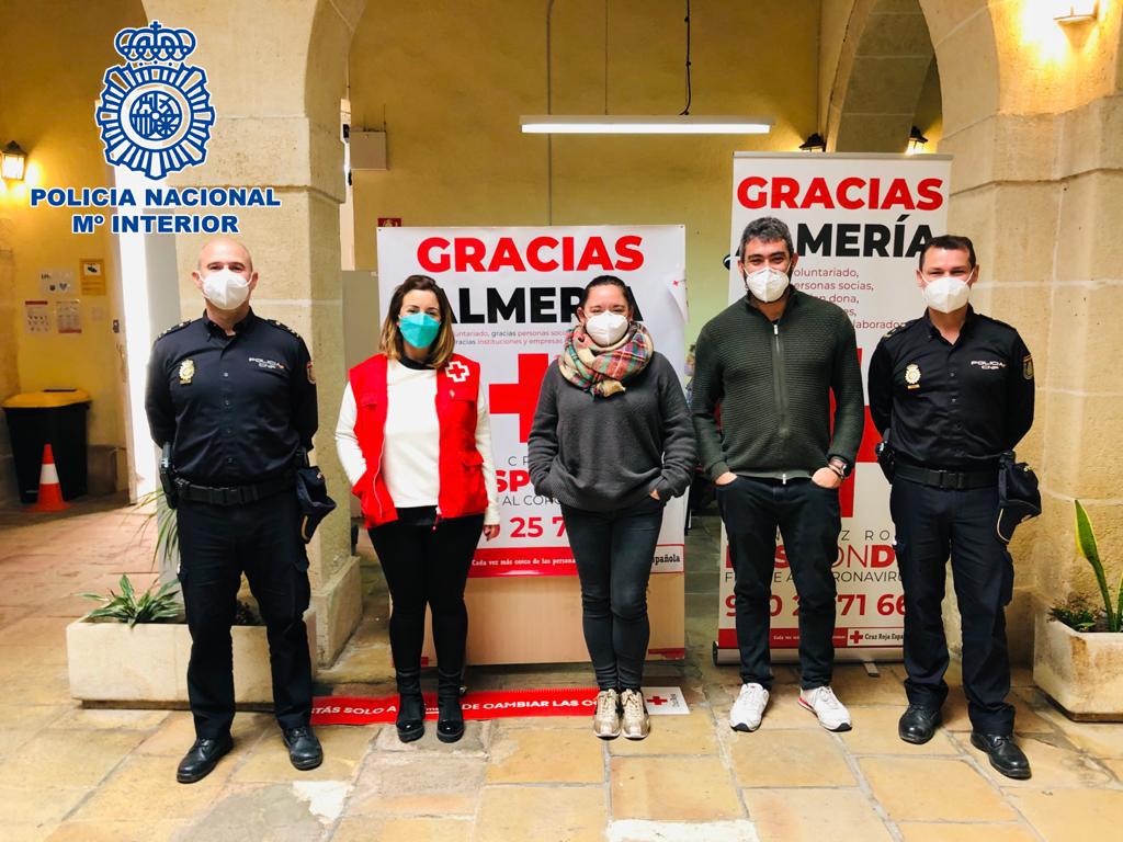 Policía Nacional y Cruz Roja.