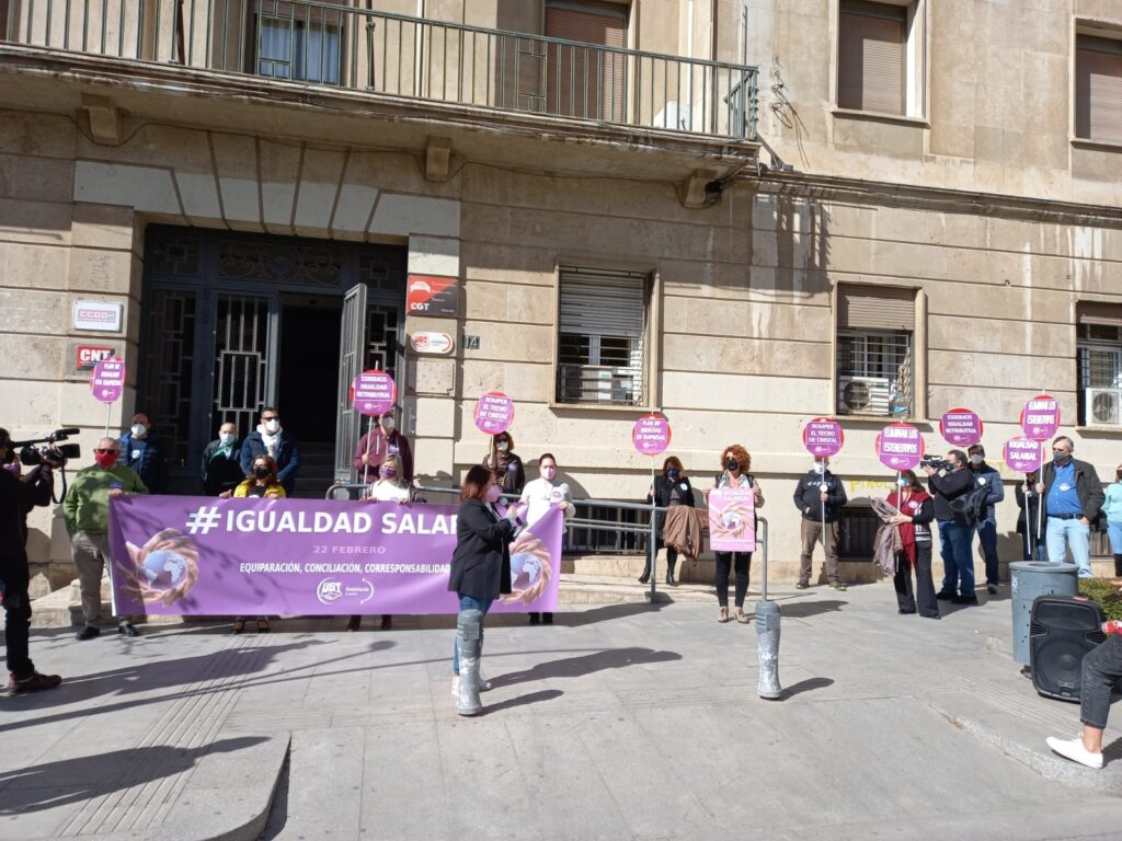 Protesta por la igualdad salarial organizada por UGT Almería