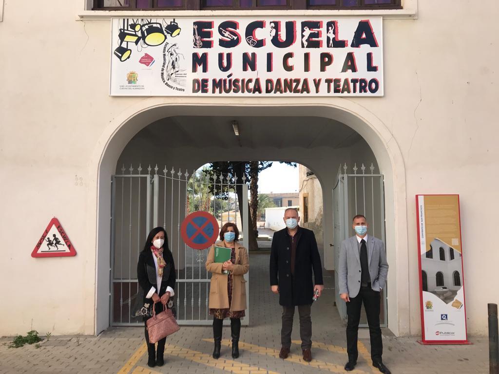 Alcalde y autoridades visitan la Escuela de Música