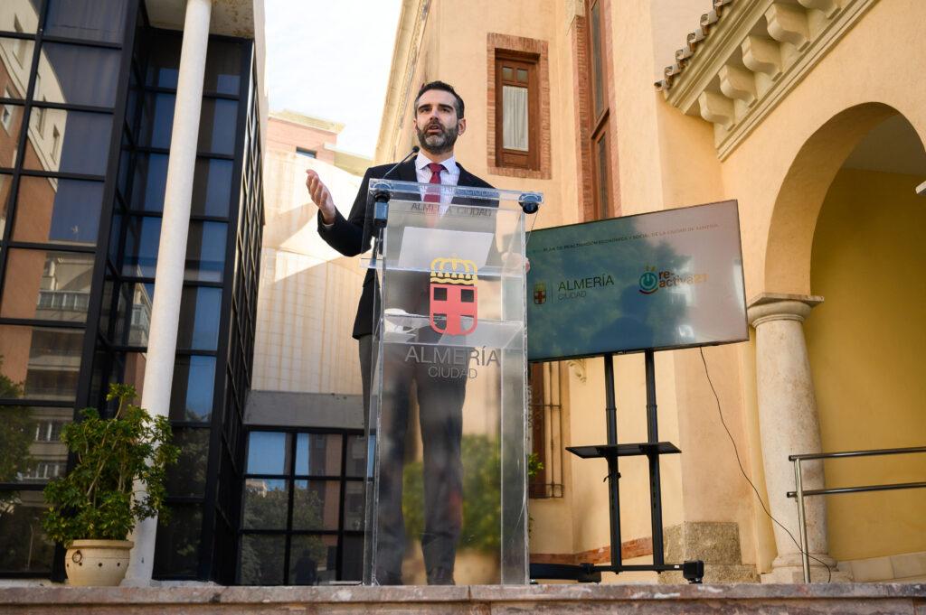 El alcalde de Almería en una comparecencia.