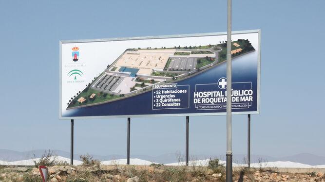 Valla anunciadora del futuro hospital de Roquetas de Mar